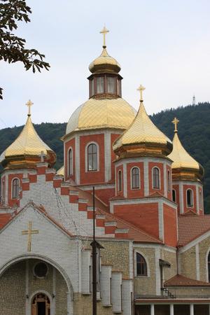 Золотые купола в Яремче