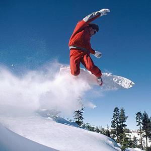 Сноубордисты на курорте