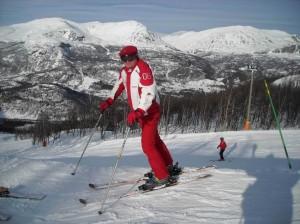 Лыжники на курорте